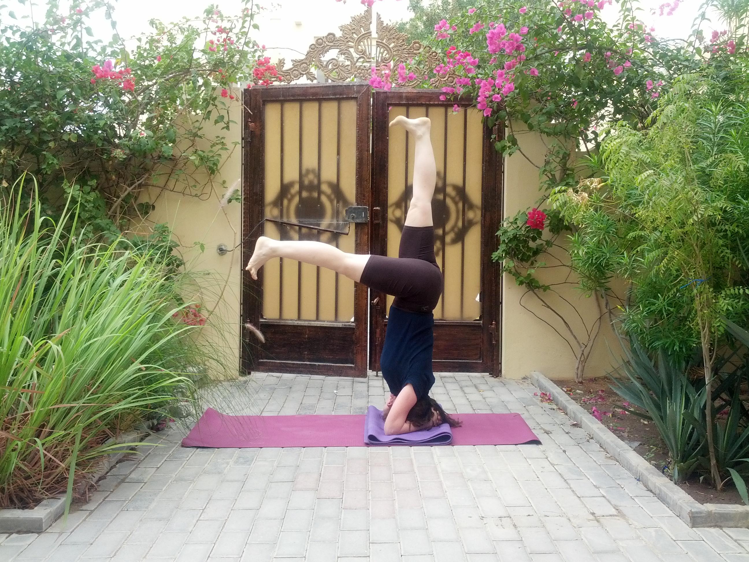 Eka pada Sirsasana - One leg variation